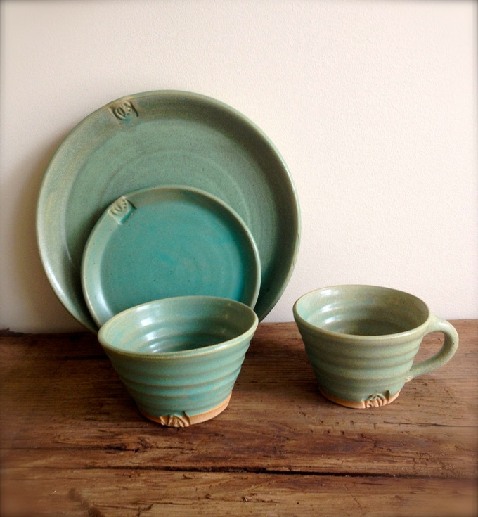 emerald green dinnerware - click on the photo to learn more about the seed stamp motif