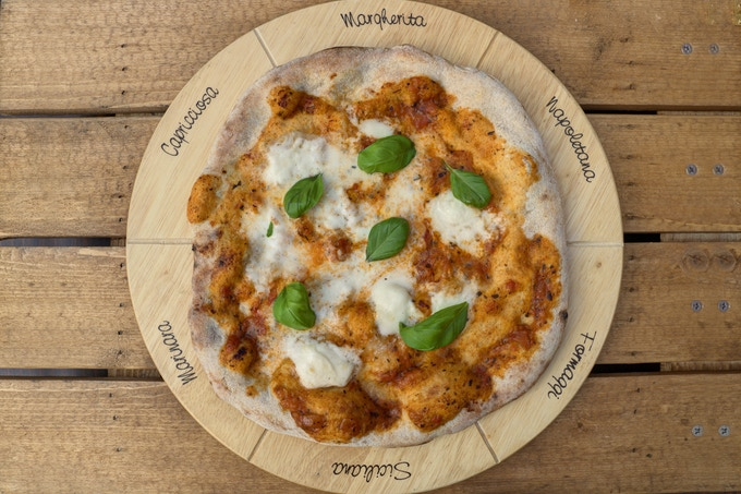 Margherita Italian classic: 10″ Sourdough base, tomato sauce, Buffalo Mozzarella, fresh basil