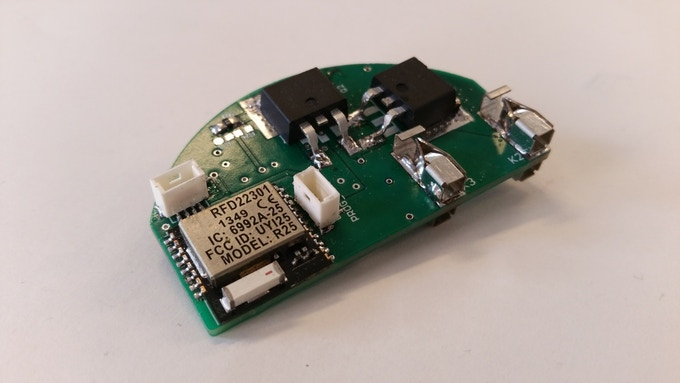 Photograph of the built-in prototype. This PCB is made as flat as possible to fit everywhere in the world.