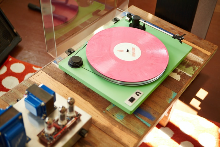 An all-analog turntable for today's vinyl listener.  High-performance playback, attainably priced.