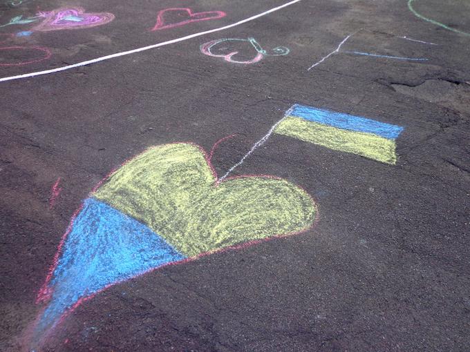 Ukrainian children drawing with chalk