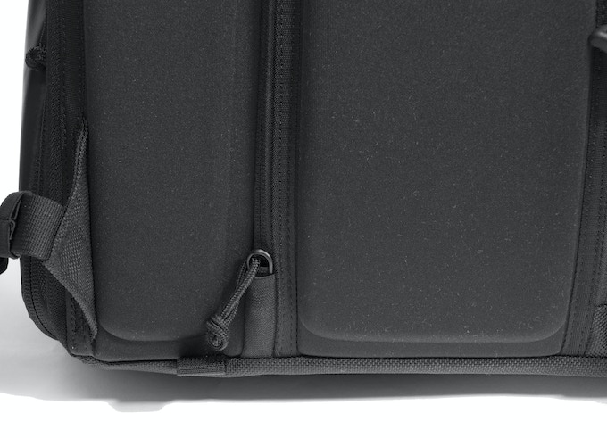 YKK zippers are the industry standard for a reason. The documents and side camera pocket also have a zipper garage to keep you comfortable and your gear safe.