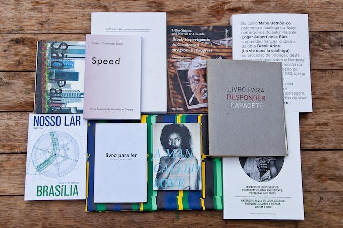 Capacete publications bouquet (2004 - 2012)