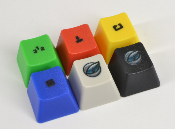 A quick photo of the 4 extra colour keys included with the Spellbound32 Edition, these have the gaming symbols present on the CD32 pad. And the AROS (icaros) key in full colour on a beige and on a black key.