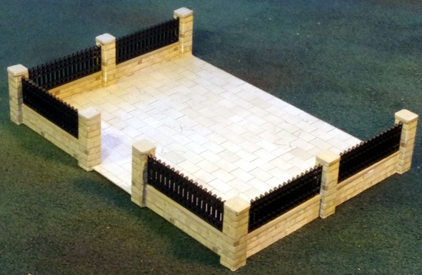 28mm Courtyard with Iron Railings