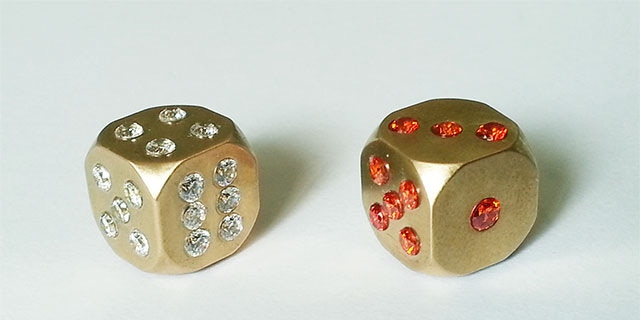 Crystal version C-DICE with natural zircon crystal pips