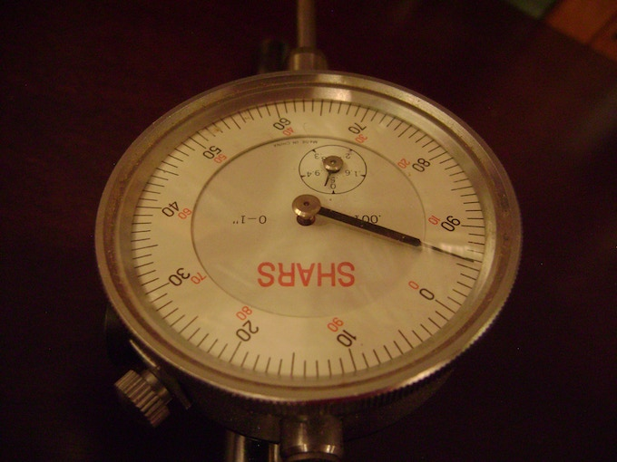 can measure depth in thousandths of an inch