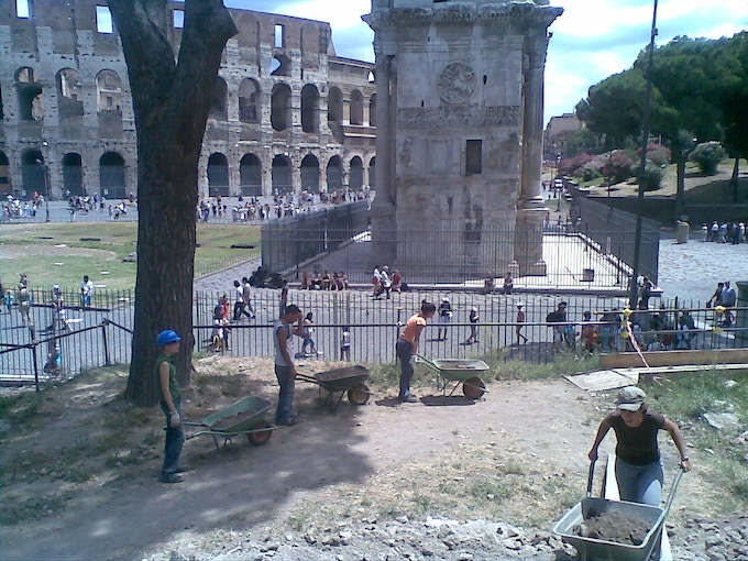 Exacavating in Rome, facing the Colosseum (NE slope of the Palatine hill, project directed by Sapienza University of Rome)