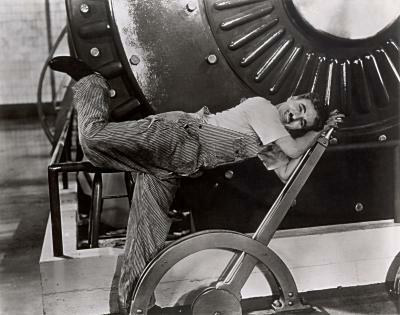 Charlie Chaplin fighting against a gigantig printing machine (Modern Times - 1936)