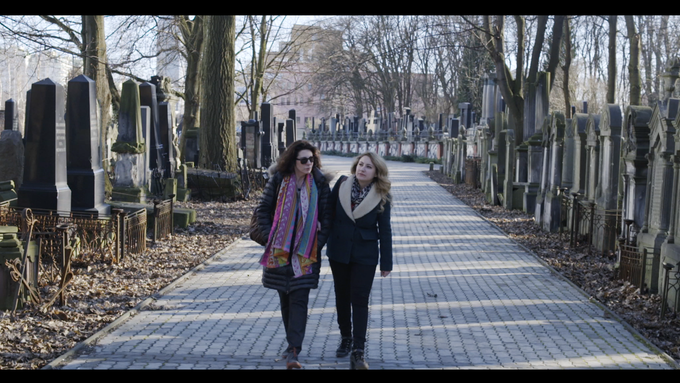 Alice and Serena in the Jewish cemetery in Warsaw