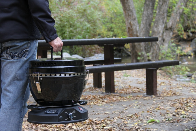 The Velocity Grill is lightweight and easy to carry. With its comfortable versatile handles, you can carry it with one or two hands.