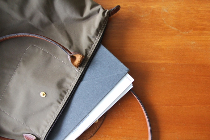 Always keeping stray documents in your bag? Use LEVIT8 as a temporary folder!