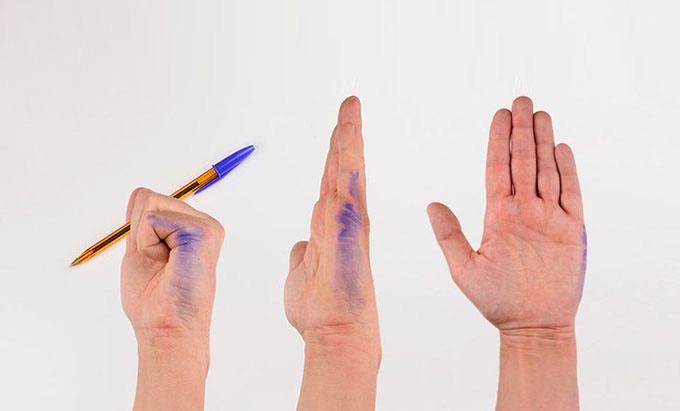 """The """"drama"""" of being a left-handed"""
