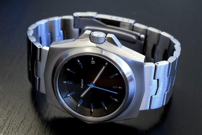 You can select the dial color scheme of your choice. Here is the Selby Silver with the black dial trim