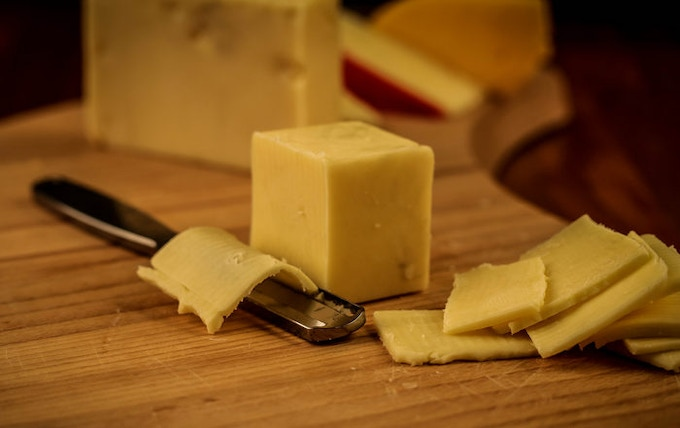 There are no grooves or tight corners where cheese can get caught.