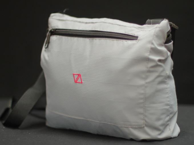 The integrated bag, it takes just 5 sec to put the jacket into the bag !