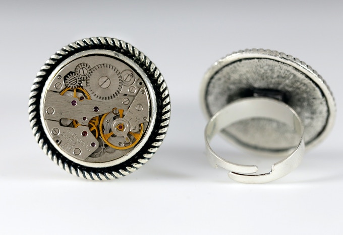 One size adjustable Ring (20mm in diameter)