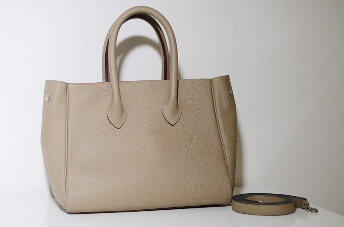 Light grey Michelle bag with rose interior with open gussets