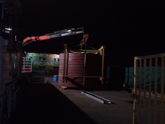 Middle of the night, crane lifts the Pod onto a trailer. Please click image to see all pictures...