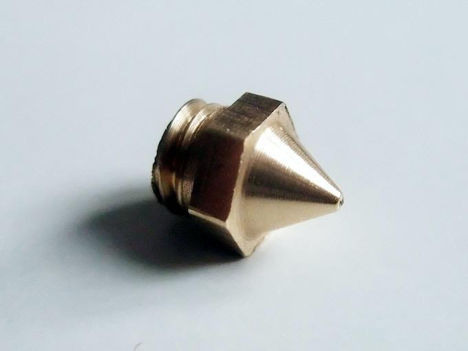 Extruding with this nozzle requires 2 to 3 times less force / Extruder avec cette buse demande 2 à 3 fois moins de force