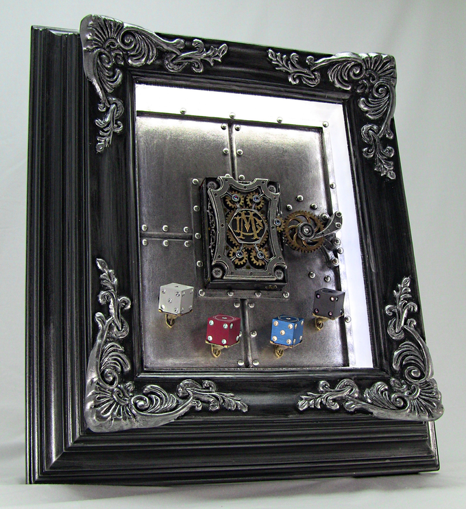 NOTE: This frame does NOT come with Die and holders. If you want Dice contact https://m.etsy.com/shop/RixDice