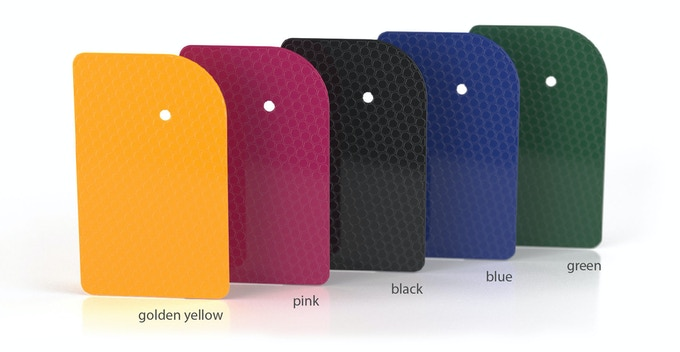 Don't like golden yellow? No problem! Choose from another four colors and give µPeek your personal touch