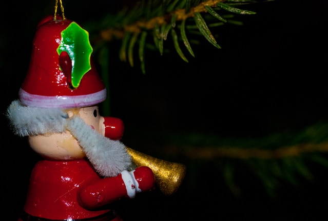 A Christmas macro photo captured using Adaptalux