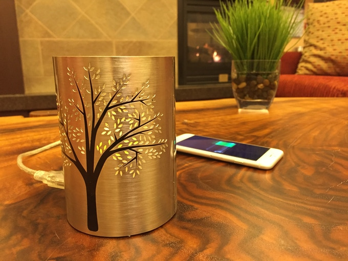 This beautiful candle holder can charge your phone! What an amazing gift idea, right?