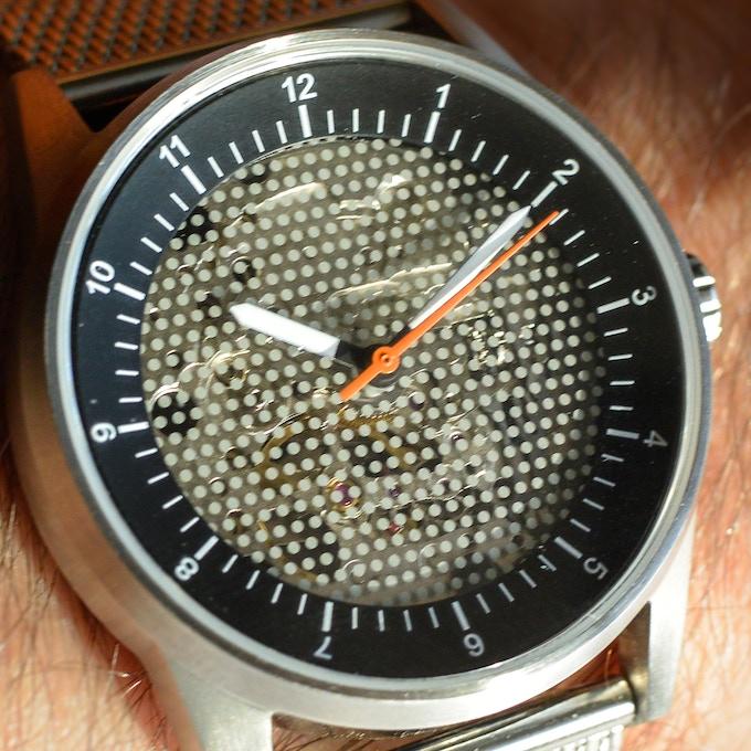 The dot-screen glass watch face