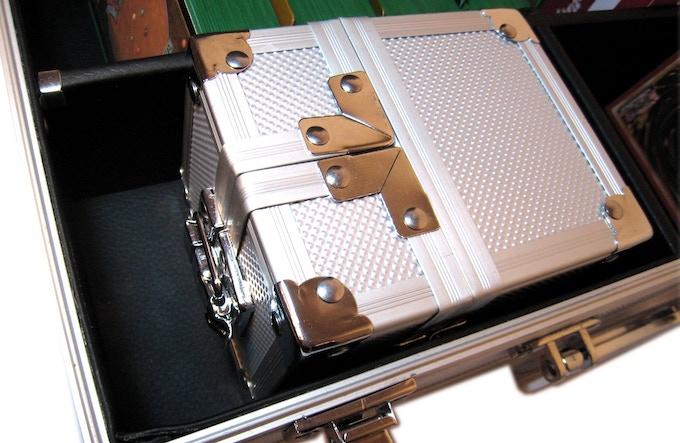 With 1x KakapopoTCG Single Deck Box
