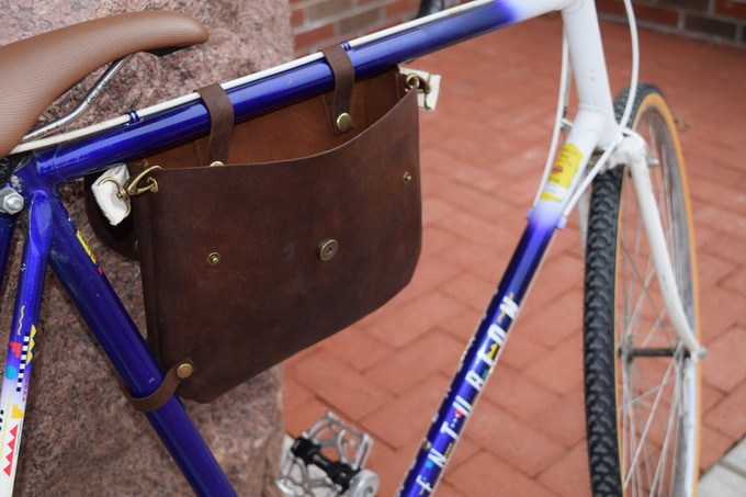 Straps allow you to access items in your bag at any time.