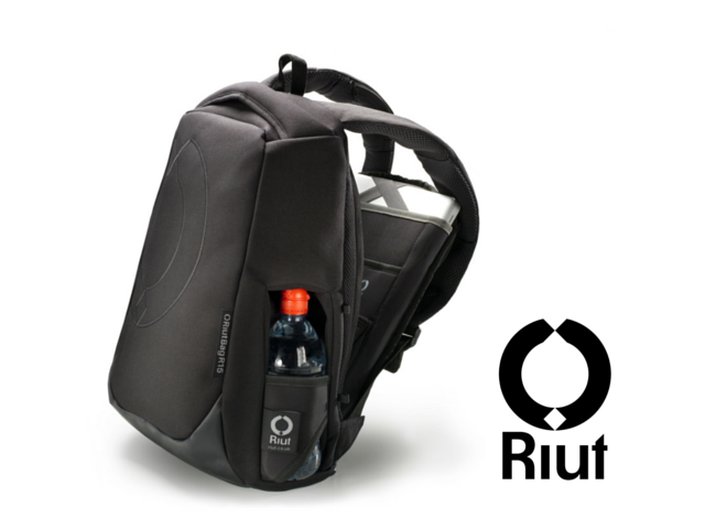 Safe city travel with backwards backpack: RiutBag. All zips hidden against your back for peace of mind. Choose your RiutBag at www.riut.co.uk Shipping globally every day