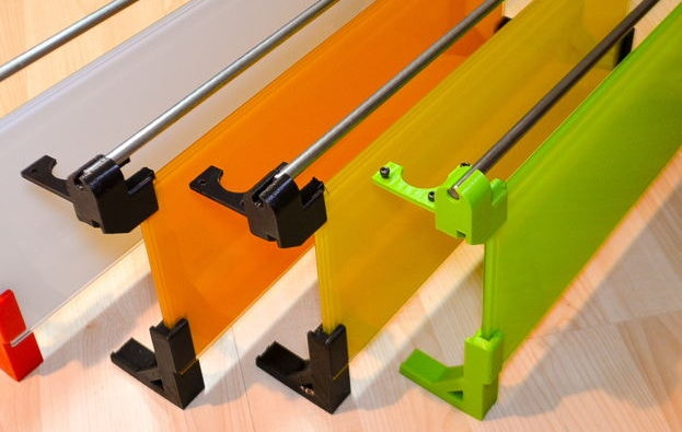 Glass of your choice : White, orange, yellow or green glass. 3D plastic parts colours available: red, black and green