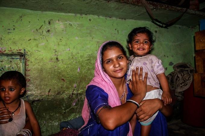 """""""J'ai 25 ans et j'ai 3 enfants, deux garçons et une petite fille. Je me cache ici chez ma mère, mon mari me bat et je pense que je suis en danger avec mes enfants"""" (...)"""
