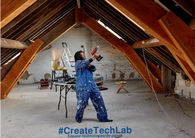 La technologie en mains : Creative TechLab : espace créatif.