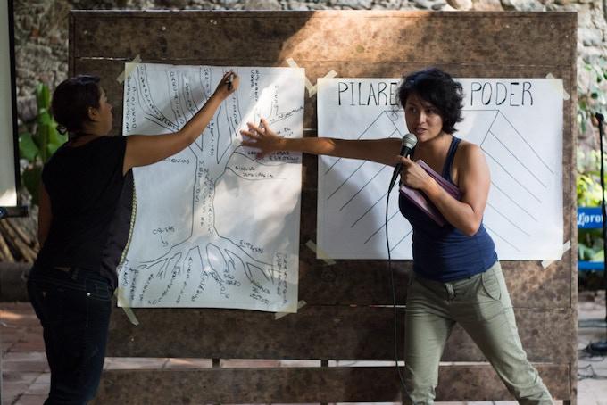 Fabiola Rocha teaching social movement dynamics at The School of Authentic Journalism