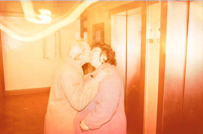 "Richard Billingham. Ray and Liz, 1995. 1995, 16 x 20"",  Edition of 25 + 2 APs"
