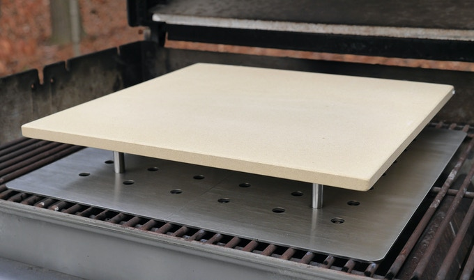 The Innovo Stand with a pizza stone in place.