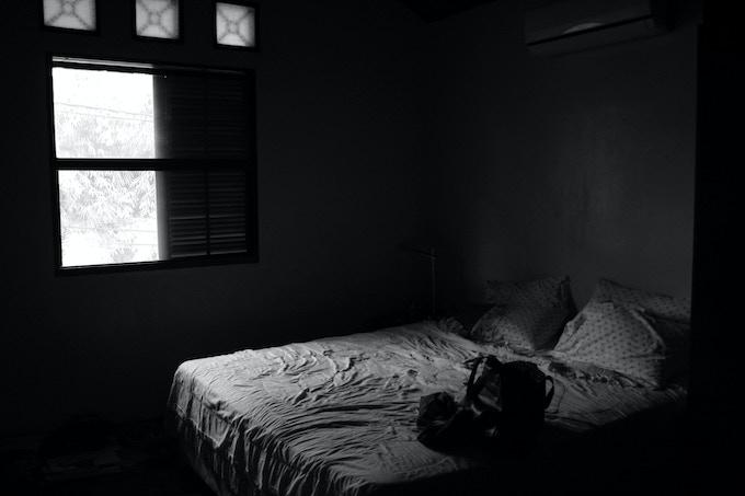 Credit: http://uniquehome.xyz/wp-content/uploads/2015/08/dark-empty-bedroom-ccdjczv4.jpg