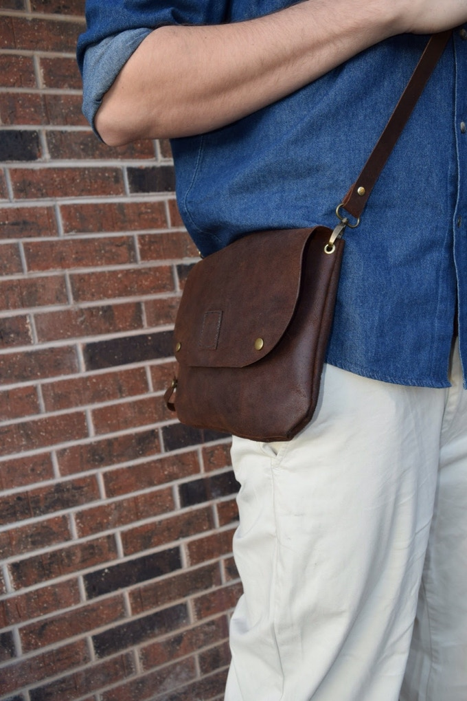 Bikegab used as crossbody bag with shoulder leather strap.