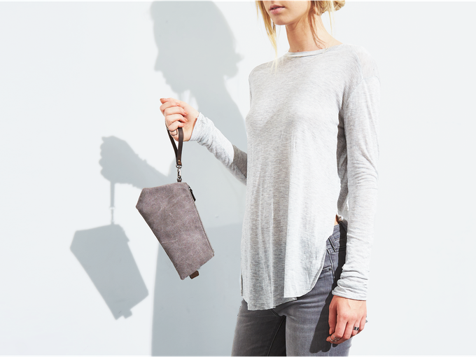 simple yet distinctive (warm gray)
