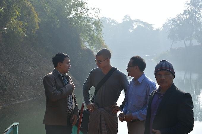 With Chakma friends in Rangamati, Bangladesh / Avec des amis chakma, à Rangamati, au Bangladesh