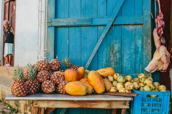 Fruit stand in Trinidad, Cuba. By Asori Soto.