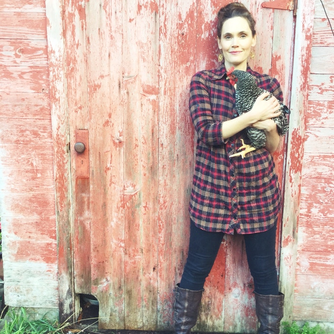 Meet Tessa - Revolutionary Life & Business Strategist, Homesteading Mama, lover of upcycled DIY creations and beautiful design, and Visionary of collaborations.