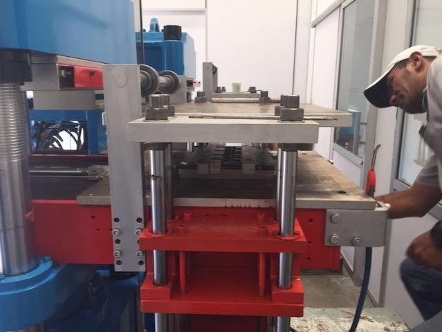 Machine that produce Quarter Holder