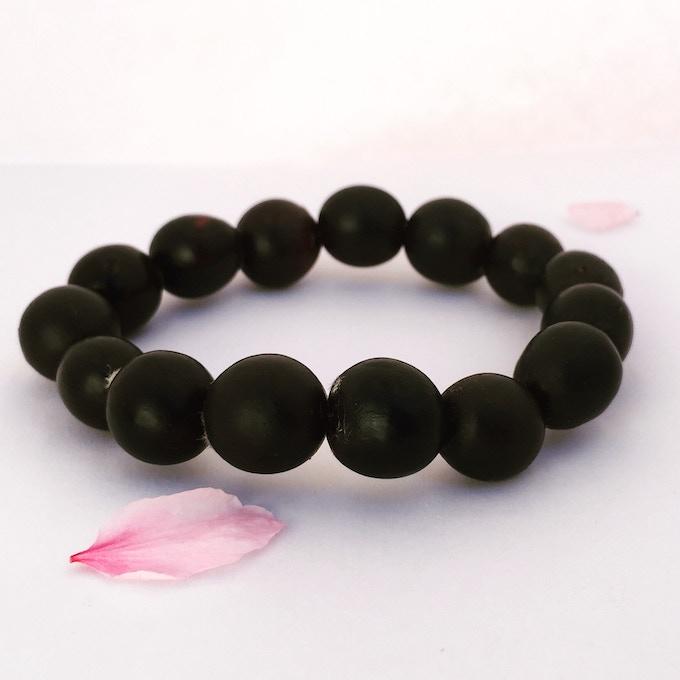 Mala (bracelet) of the soapberry seeds