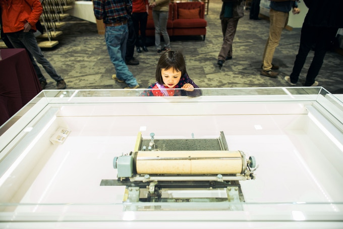 A Young Typewriter Enthusiast Investigates a Chinese Machine (photo by Zhijian Qiao)