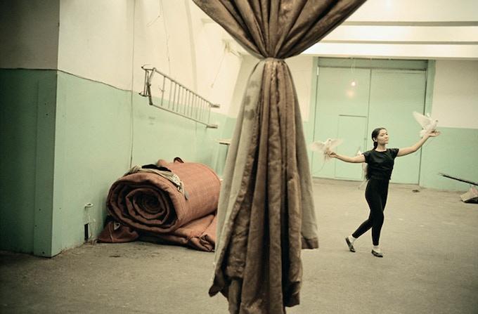 Le cirque, Tachkent, UZ (2002) by Claudine Doury