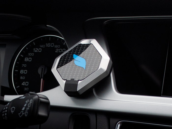 The world's first smart mount seamlessly connects your phone to your car via beacon technology and an integrated mobile app.