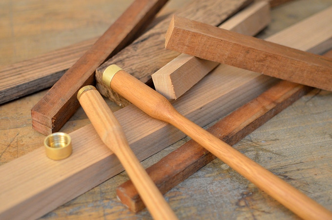 Using solid wood and brass makes the GRANADEUR a sturdy tool for enduring use in your kitchen.